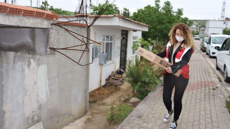 İzmit Belediyesinden evi yanan aileye yardım eli