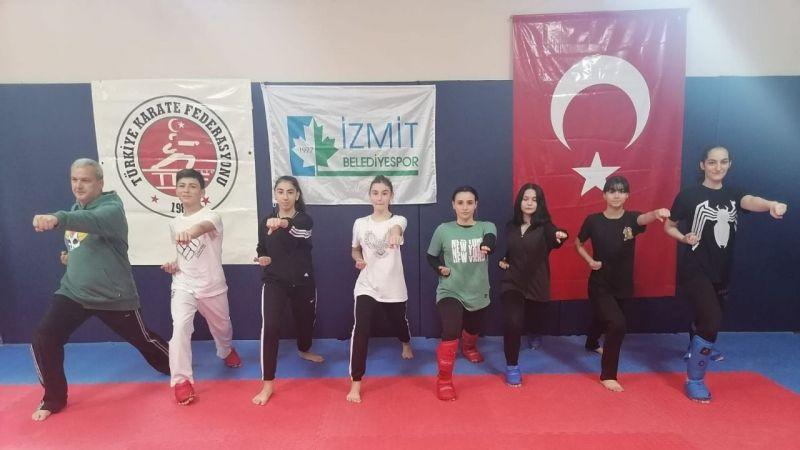 Karateciler sıkı çalışıyor