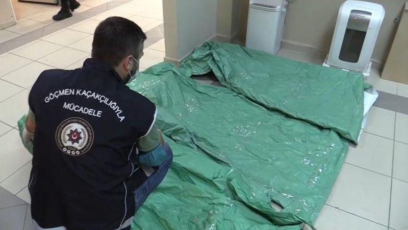 15 göçmenin yakalandığı operasyonda tulumlar ele geçirildi