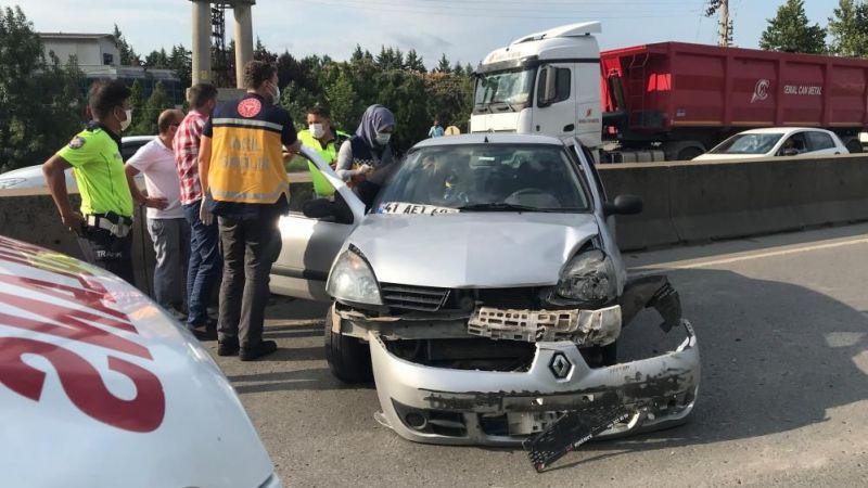 Kocaeli'de TIR ile otomobil çarpıştı: 2 yaralı