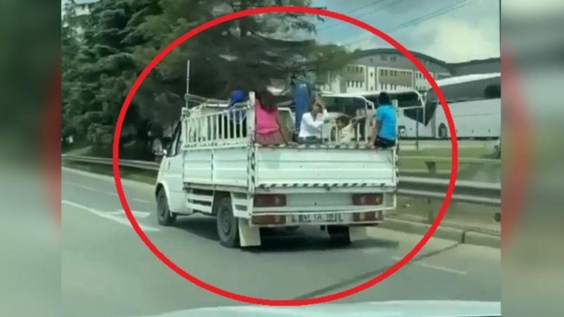 Çocukların kamyonet kasasındaki tehlikeli yolculuğu