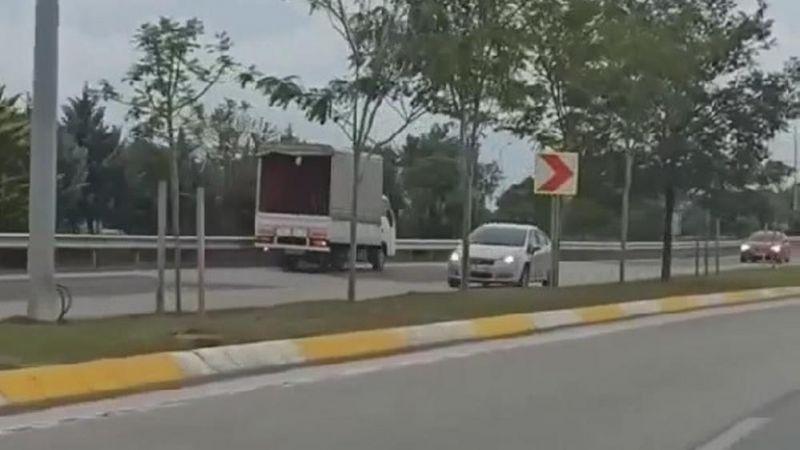 Ters şeritte ilerleyen kamyonet tehlike saçtı