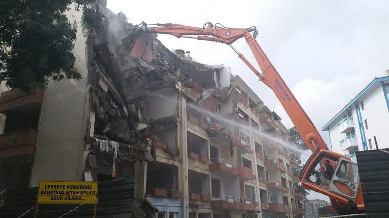 Fuar Apartmanı yıkılıyor