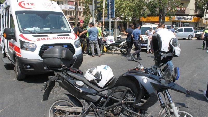 Trafik kazası: 2 polis memuru yaralandı