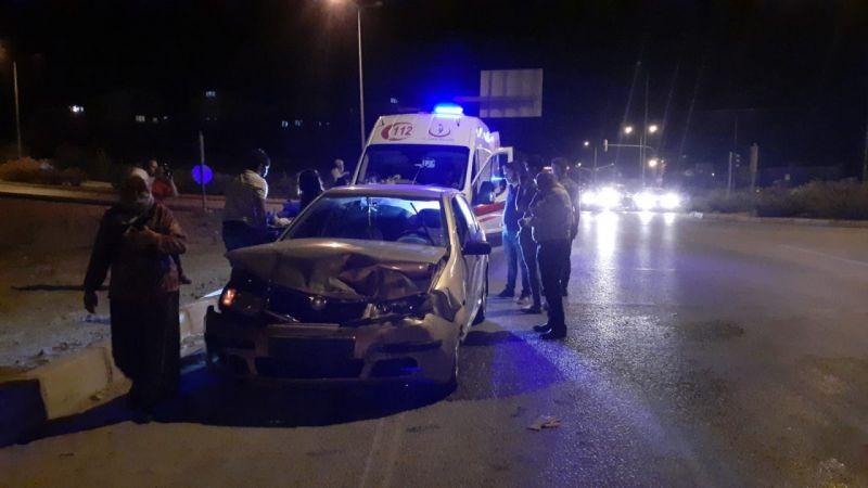 Söke'de 2 araç kafa kafaya çarpıştı: 3 yaralı