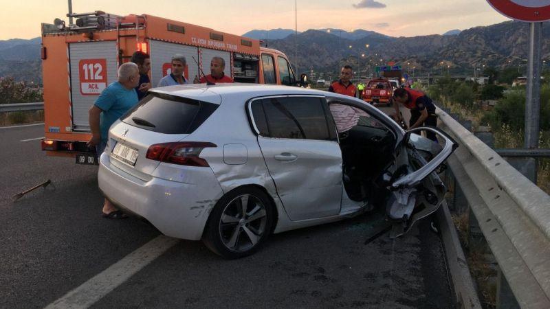 Bariyerlere çarpan otomobil metrelerce sürüklenerek durabildi: 1 ağır yaralı