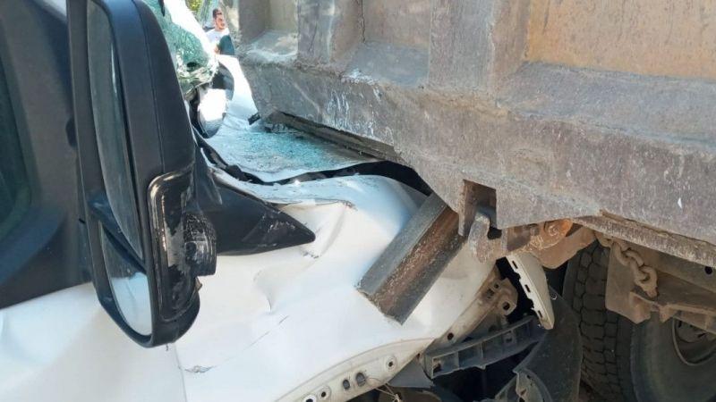 Sollamak istediği kamyona arkadan çarptı: 1 yaralı