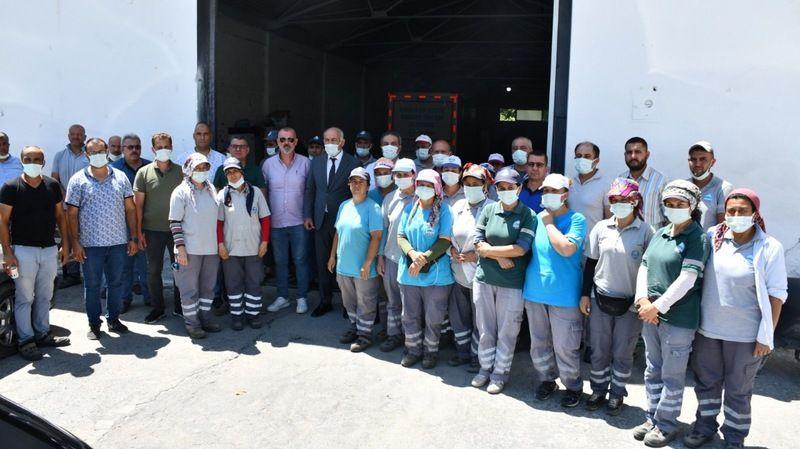 Başkan Tuncel işçileri  bayram öncesi sevindirdi