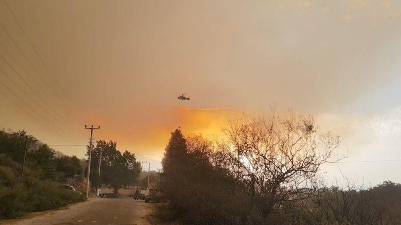 Akçaova'da yangın hızla ilerliyor, yerleşim yerleri tahliye ediliyor