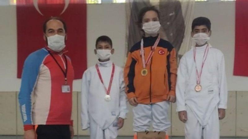 Vanlı sporcular eskrim branşında madalya aldı