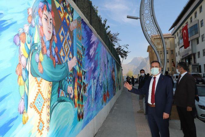 Hakkari'deki istinat davarları resimlerle süslendi