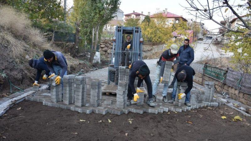 Tatvan'da yol yenileme çalışmaları devam ediyor