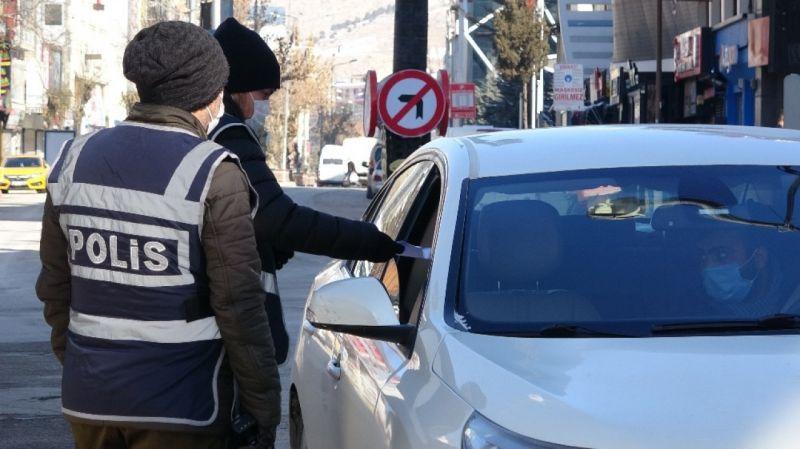 Van'da polis ekiplerinin kısıtlama denetimleri sürüyor