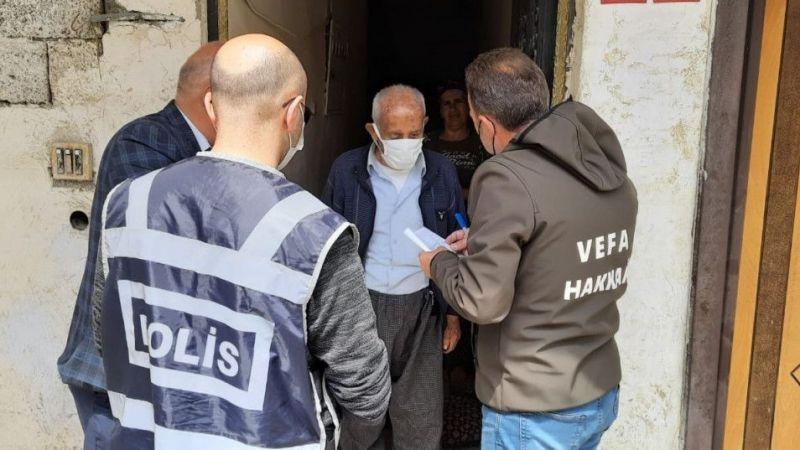 Hakkari'de bin 100 TL'lik destek ödemeleri evlere teslim ediliyor