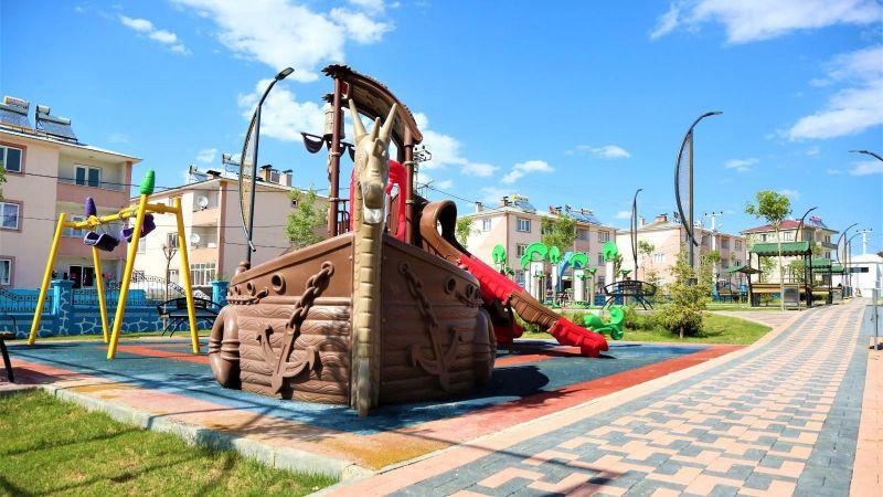 Tuşba Belediyesi Şemsibey Mahallesi'ni parka kavuşturuyor