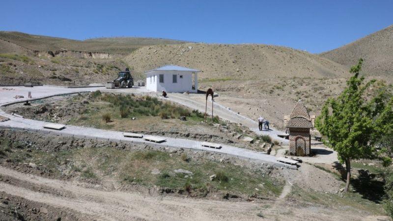 Gürpınar Belediyesi Kaymakam Kadir Çakır Çeşmesini baştan aşağı yeniliyor