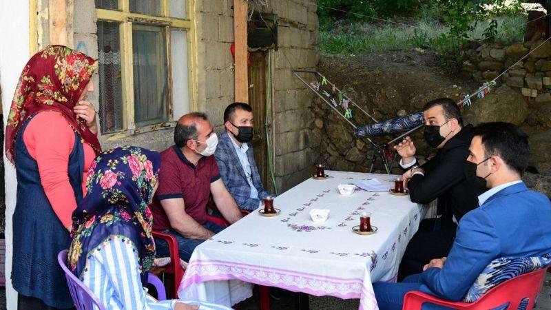 Kaymakam Akbulut 3 öğrenciyi yeniden eğitime kazandırdı.