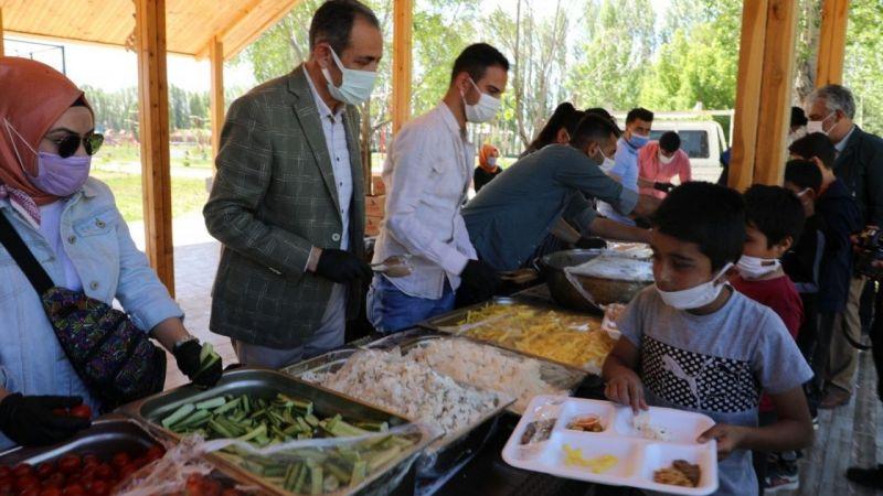 Van Gürpınar'da 'Dünya Kahvaltı Günü' etkinliği başladı