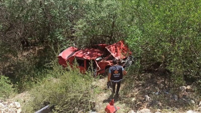 Van'da otomobil Botan Çayı'na uçtu: 2 kişi yaralandı