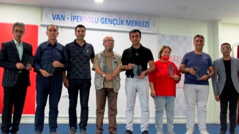 Şehr-i Van'a Şiir Yakışır şiir yarışmasında dereceye girenler ödüllerini aldı