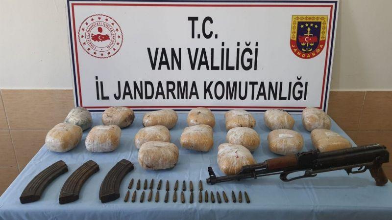 Van Başkale'de silah ve uyuşturucu ele geçirildi