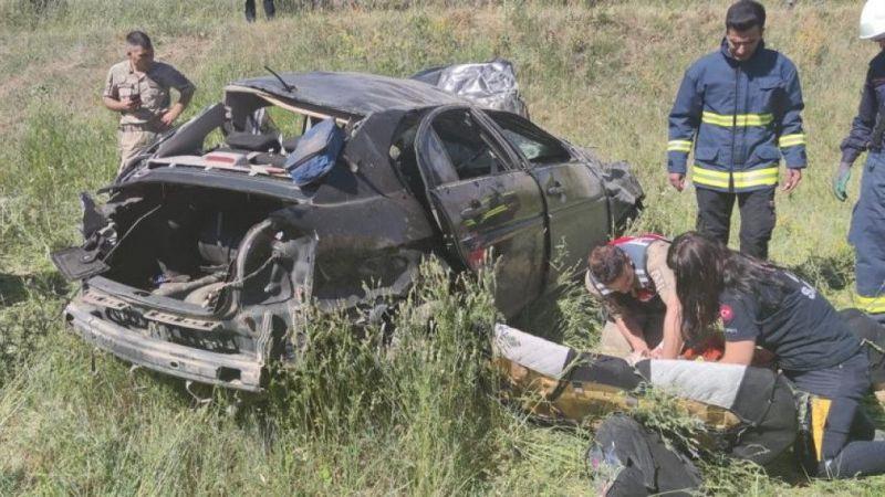 Van'da kontrolden çıkan otomobil takla attı: 2 ölü, 1 yaralı