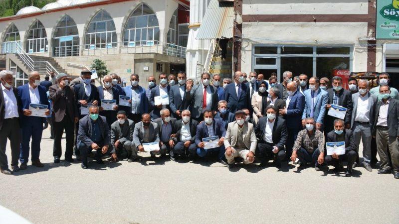 Van AK Parti'den Bahçesaray mahalle başkanlarına sertifika