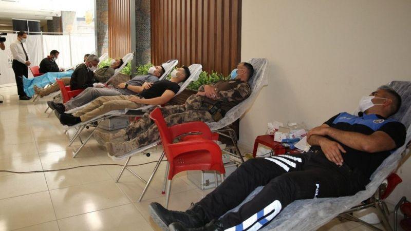 Van polisi kan bağışında bulundu