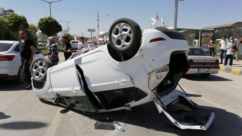 Van'da kontrolden çıkan otomobil takla attı: 2 kişi yaralandı