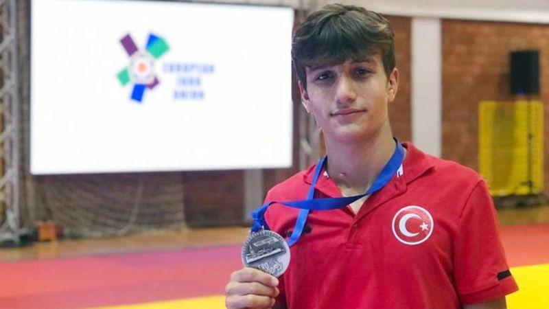 Rizeli sporcu Azmi Kocabey'e Avrupa'da bronz madalya