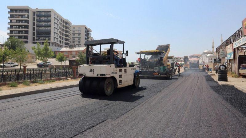 Van Hıdırellez Caddesi'nde asfaltlama çalışması