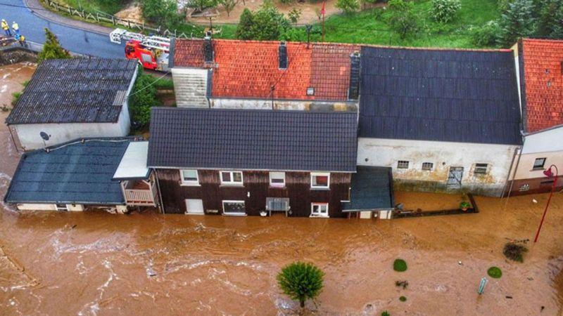 Almanya'yı sel vurdu: 6 bina çöktü, 60  kayıp!
