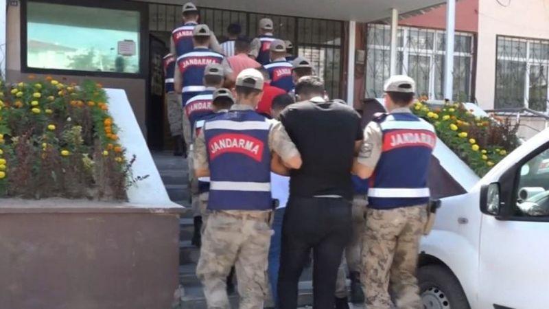 Van'da bir takside 10 düzensiz göçmen yakalandı