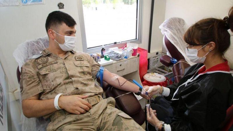 Van'da Jandarmadan Kızılay'a kan bağışı
