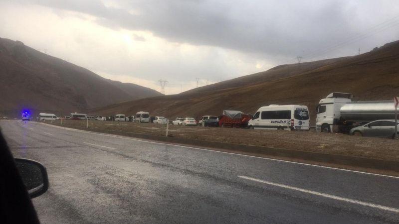 Selden dolayı kapanan Van-Hakkari yolu ulaşıma açıldı