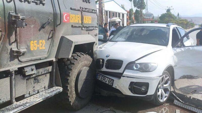 Van'da İYİ Parti konvoyunda kaza!