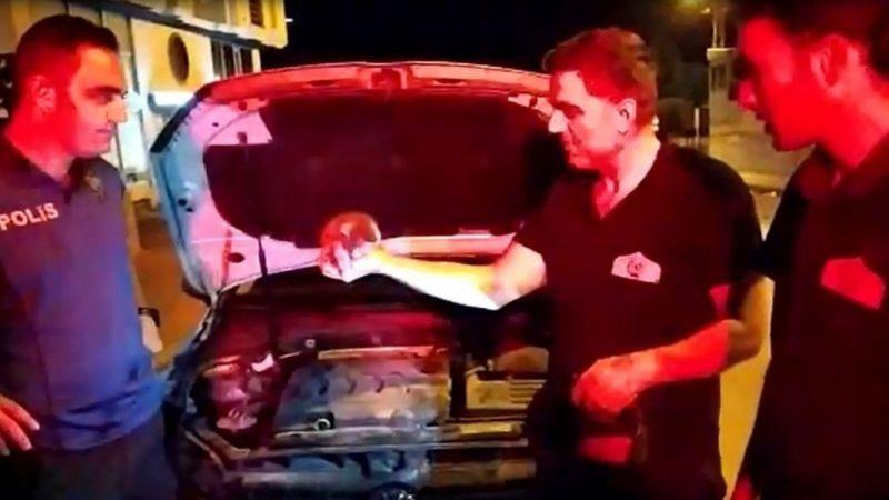 Van'da aracın motor bölümüne giren kediyi polis sahiplendi