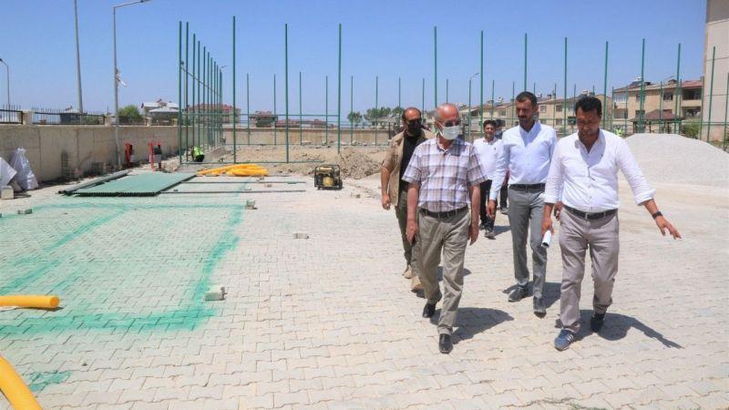 Tuşba Belediyesi mahallelere sentetik çim saha kazandırdı