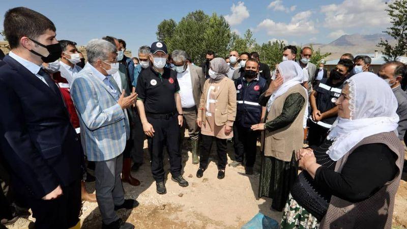 Bakan Yardımcısı Suver, Gürpınar'da vatandaşların taleplerini dinledi
