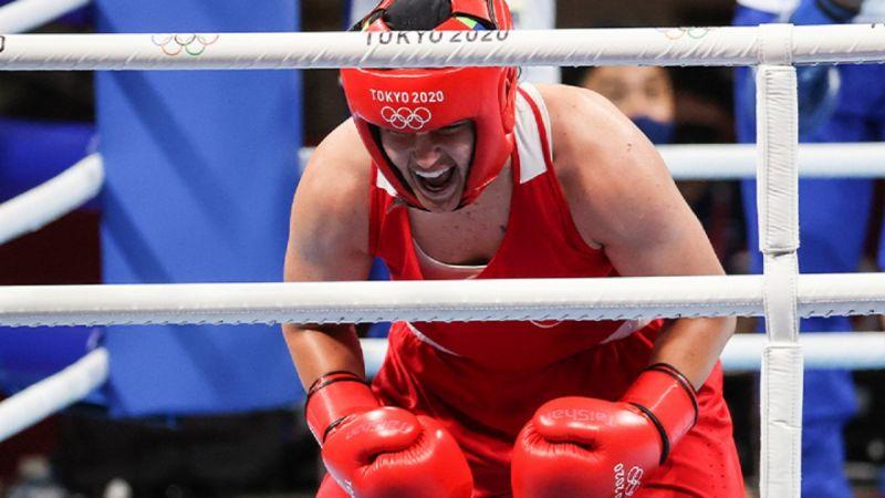 Busenaz Sürmeneli boksta finale yükseldi