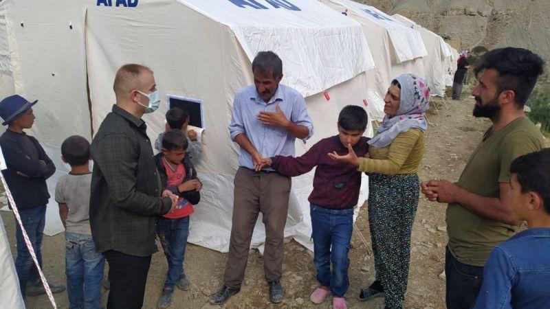 Hakkari Haber: Başkan Aydoğdu sel bölgesini ziyaret etti
