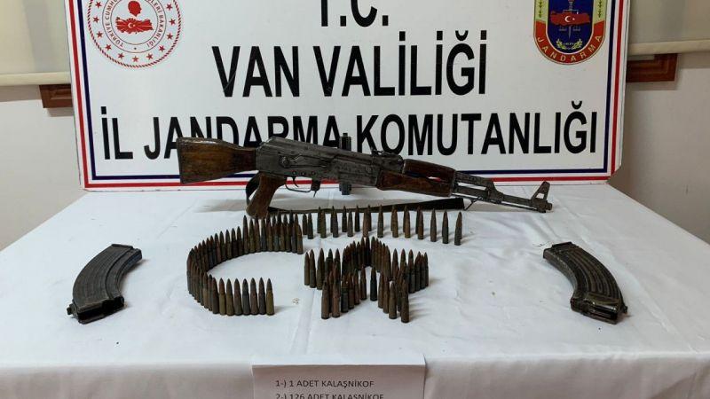 Van'da durdurulan araçta silah ve mühimmat ele geçirildi