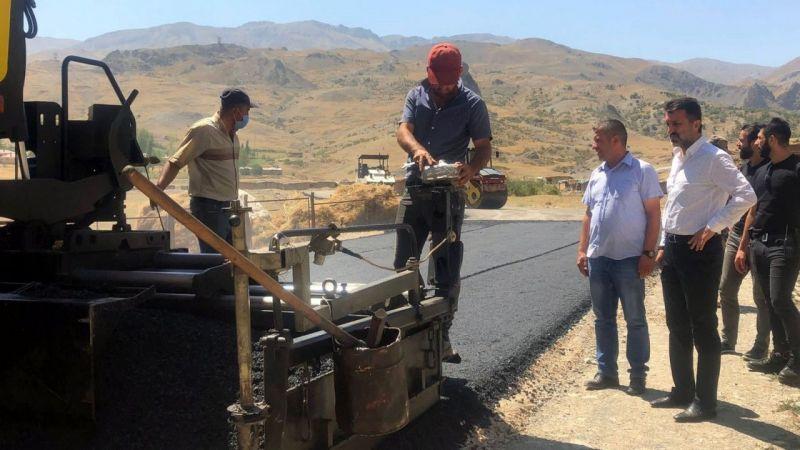 Başkan Şeylan, asfalt çalışmalarını yerinde inceledi