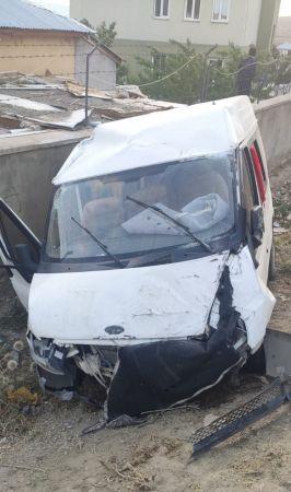 Van'da düğün konvoyunda kaza: 5 kişi yaralandı