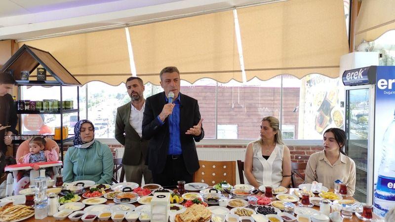Yenilik Partisi Genel Başkanı Yılmaz, Van'da STK'larla bir araya geldi