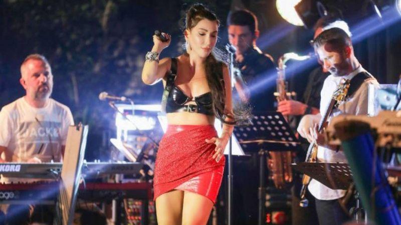 Hande Yener'in sahne kostümü büyük beğeni aldı