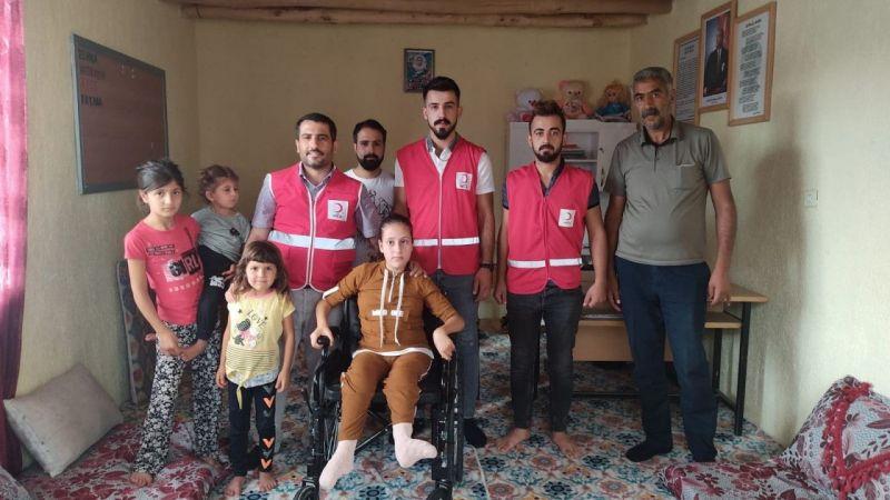 Van Muradiye Kızılay'dan Zeliş'e tekerlekli sandalye desteği