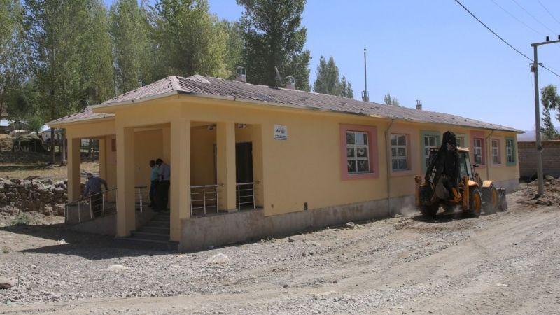 Başkale'de depremden hasar gören okulun yerine yenisi yapıldı