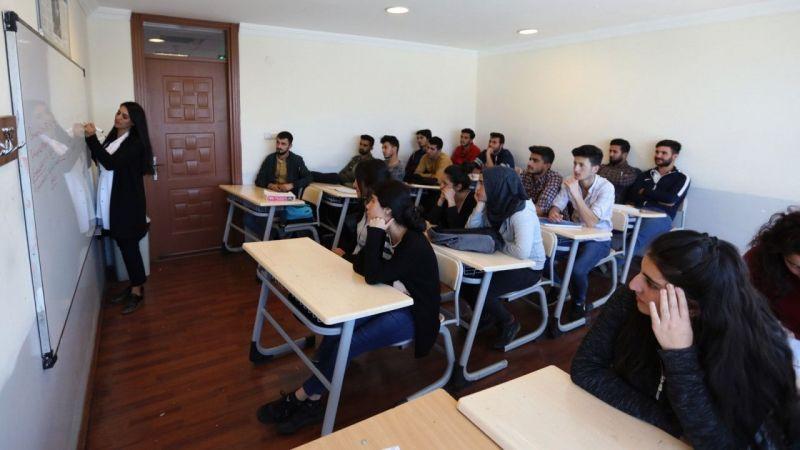 Van Büyükşehir 303 genci üniversiteli yaptı