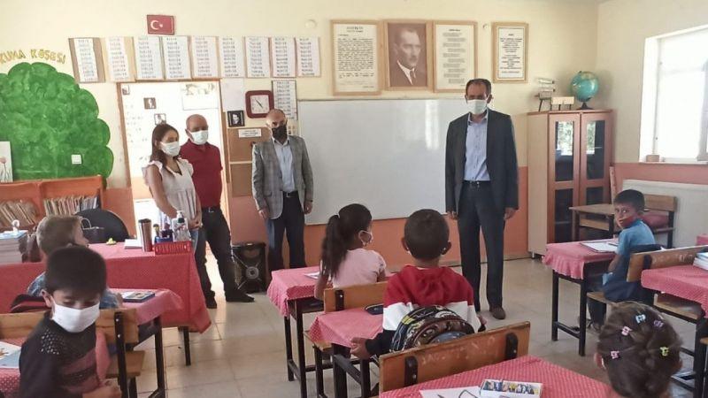 Gürpınar Belediye Başkanı Tanış'tan okul ziyareti